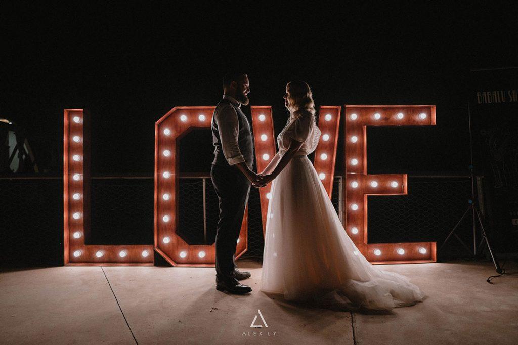 Alquiler love iluminado para bodas